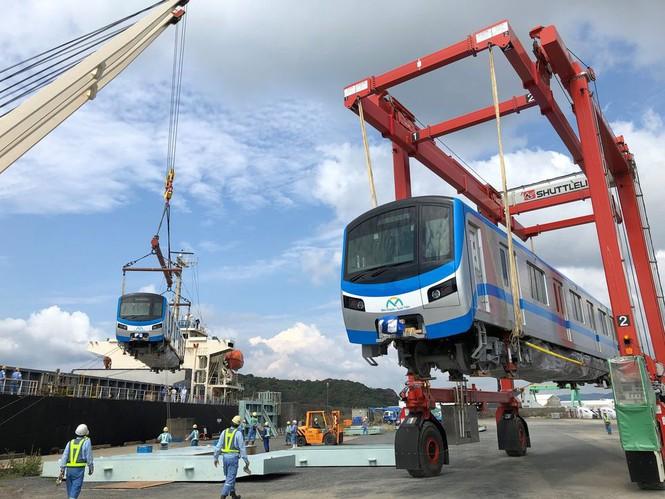Cận cảnh đoàn tàu metro Bến Thành – Suối Tiên sắp cập cảng TP.HCM - ảnh 2