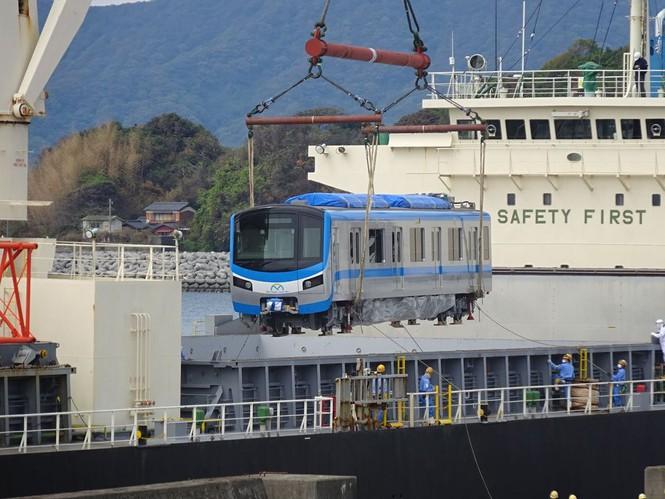 Cận cảnh đoàn tàu metro Bến Thành – Suối Tiên sắp cập cảng TP.HCM - ảnh 1