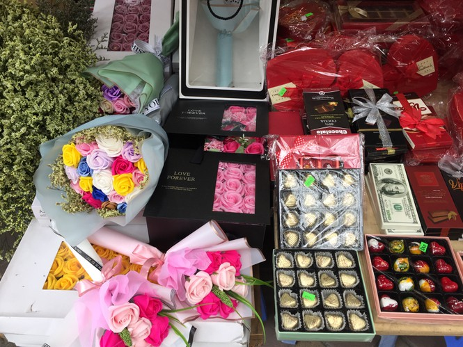 Hoa 'vĩnh cửu' tiền triệu đắt khách dịp Valentine - ảnh 8