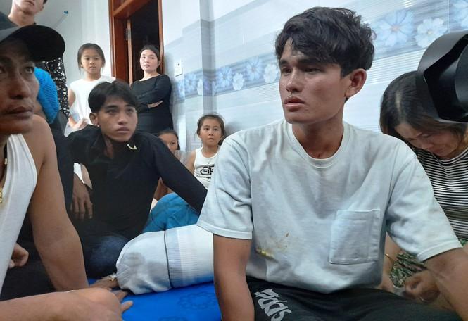 Quê nhà đón 3 thuyền viên bị nạn trong vụ chìm tàu ở Bình Định - ảnh 5