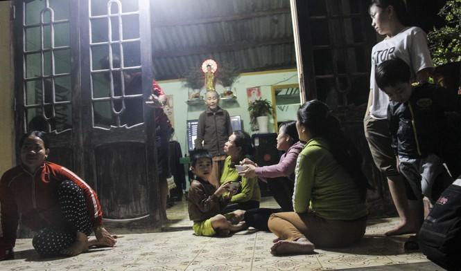 Quê nhà đón 3 thuyền viên bị nạn trong vụ chìm tàu ở Bình Định - ảnh 2