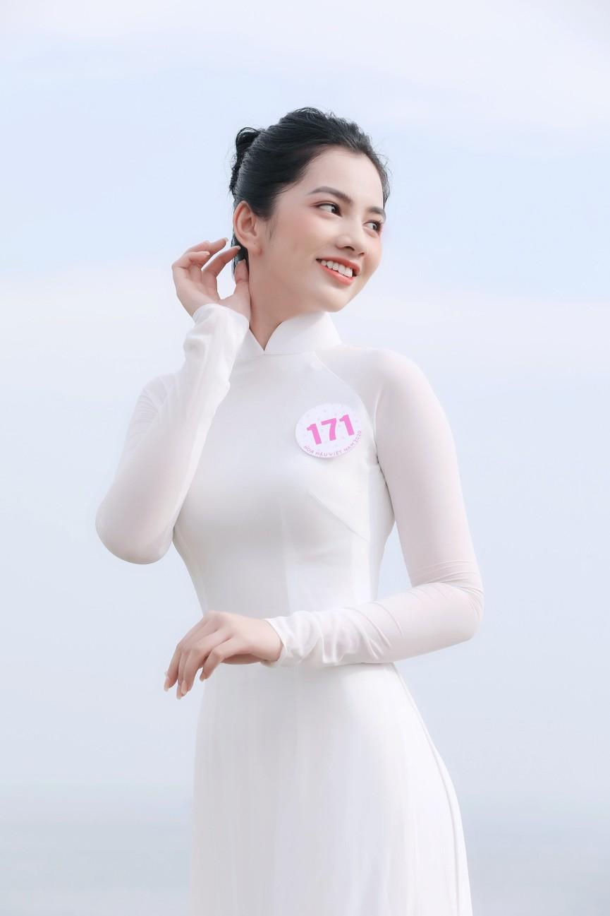 Thí sinh HHVN 2020 đẹp tinh khôi với áo dài trắng, 'check-in' thắng cảnh đẹp ở Vũng Tàu - ảnh 10