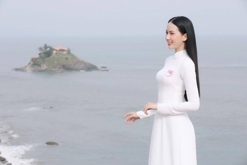 Thí sinh HHVN 2020 đẹp tinh khôi với áo dài trắng, 'check-in' thắng cảnh đẹp ở Vũng Tàu - ảnh 11
