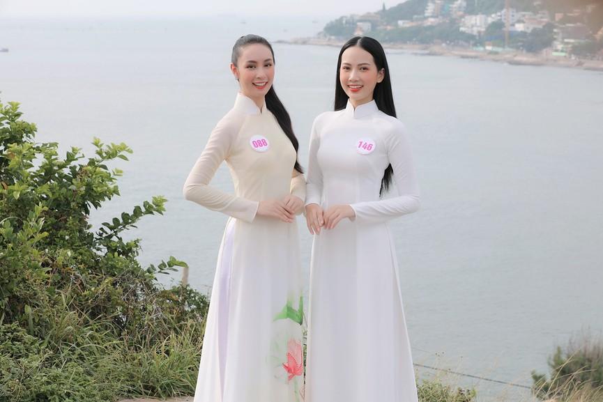 Thí sinh HHVN 2020 đẹp tinh khôi với áo dài trắng, 'check-in' thắng cảnh đẹp ở Vũng Tàu - ảnh 2