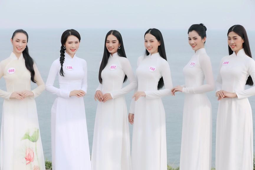 Thí sinh HHVN 2020 đẹp tinh khôi với áo dài trắng, 'check-in' thắng cảnh đẹp ở Vũng Tàu - ảnh 1