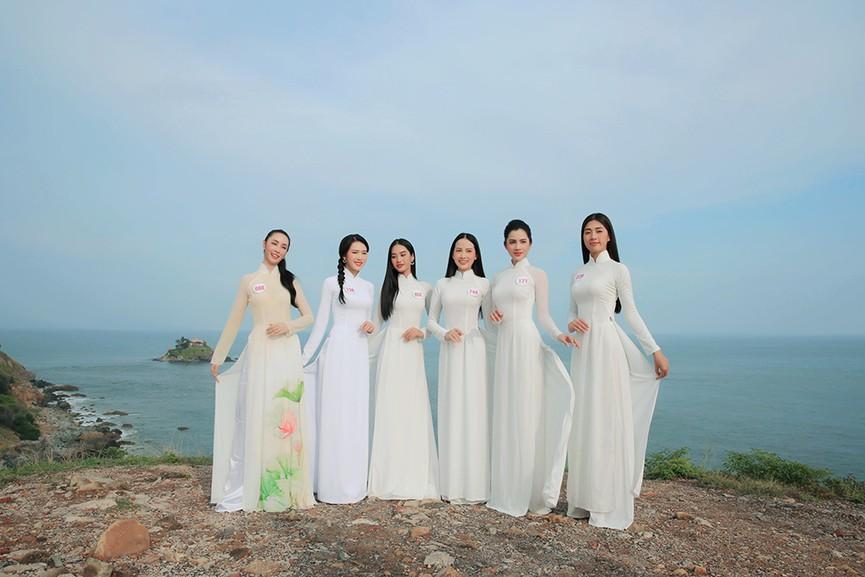 Thí sinh HHVN 2020 đẹp tinh khôi với áo dài trắng, 'check-in' thắng cảnh đẹp ở Vũng Tàu - ảnh 6