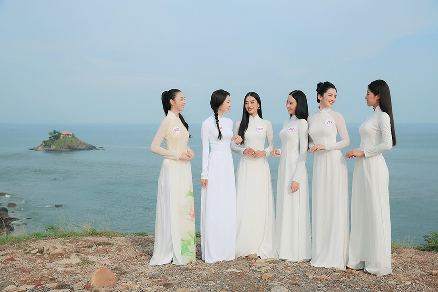 Thí sinh HHVN 2020 đẹp tinh khôi với áo dài trắng, 'check-in' thắng cảnh đẹp ở Vũng Tàu - ảnh 7
