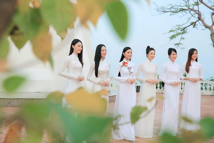 Thí sinh HHVN 2020 đẹp tinh khôi với áo dài trắng, 'check-in' thắng cảnh đẹp ở Vũng Tàu - ảnh 13
