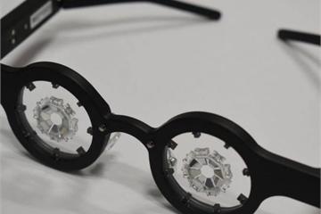 Kính thông minh đeo một giờ mỗi ngày có thể chữa được cận thị
