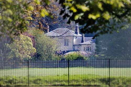 Nhà của vợ chồng Hoàng tử Harry cải tạo lại như pháo đài gây phản ứng trái chiều