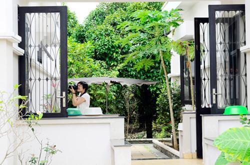 """Biệt thự vườn kín cổng cao tường của """"người đẹp Tây Đô"""" Việt Trinh"""