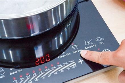 Sai lầm tai hại 'thổi' tiền điện tăng gấp đôi khi dùng bếp nấu ăn