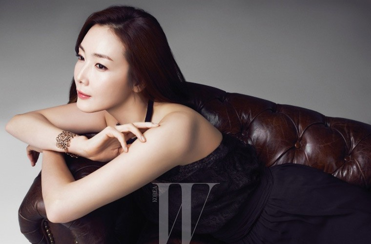 Choi Ji Woo giau co, vien man ben chong va con gai moi sinh-Hinh-6