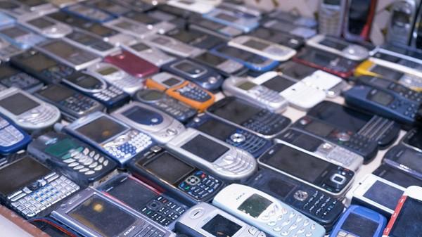 """Kham pha kho dien thoai """"khung"""" cua Mr Nokia voi 2371 chiec-Hinh-7"""