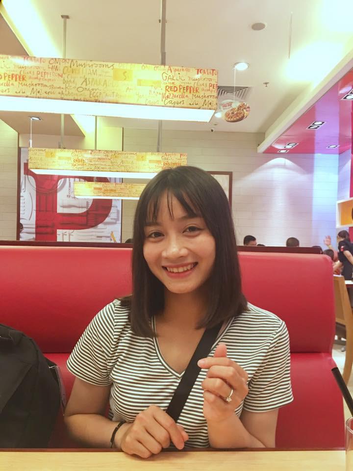 Hot girl bong da nu Viet Nam Hoang Thi Loan an mac cuc xinh ngoai doi-Hinh-10