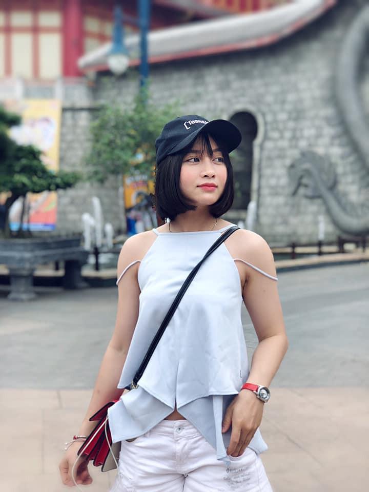 Hot girl bong da nu Viet Nam Hoang Thi Loan an mac cuc xinh ngoai doi-Hinh-3