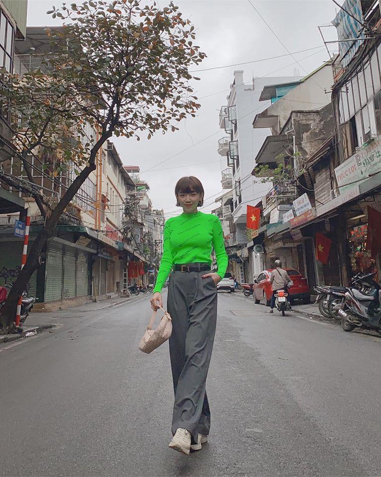 "Hoc Toc Tien phoi do sang chanh voi trang phuc mau xanh la ""kho nhan""-Hinh-5"