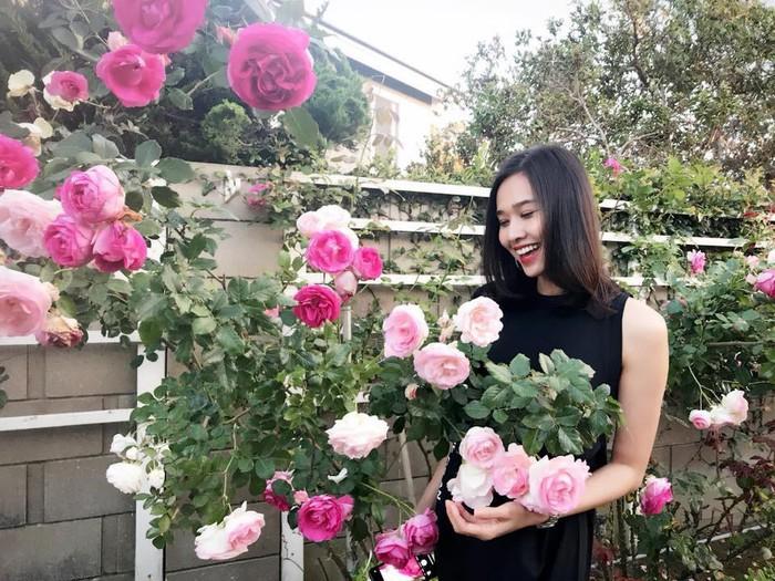 Man nhan biet thu phu kin hoa hong dep nhu co tich cua sao Viet-Hinh-9