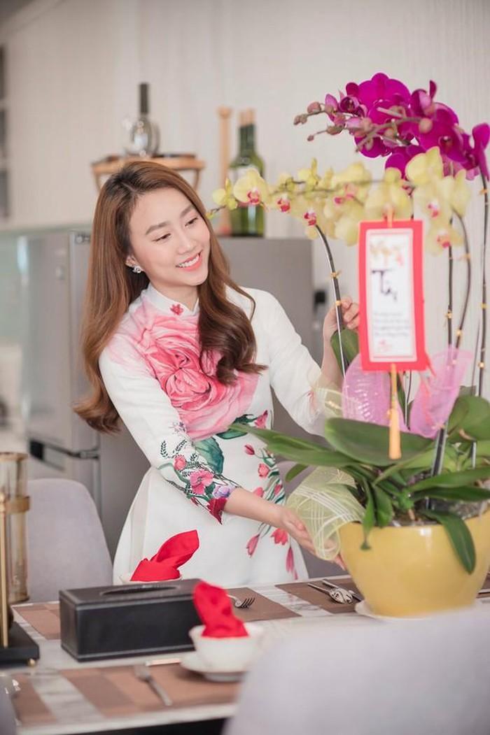 He lo can ho cao cap cua dien vien Hong Loan hen ho cau thu Tien Linh-Hinh-2