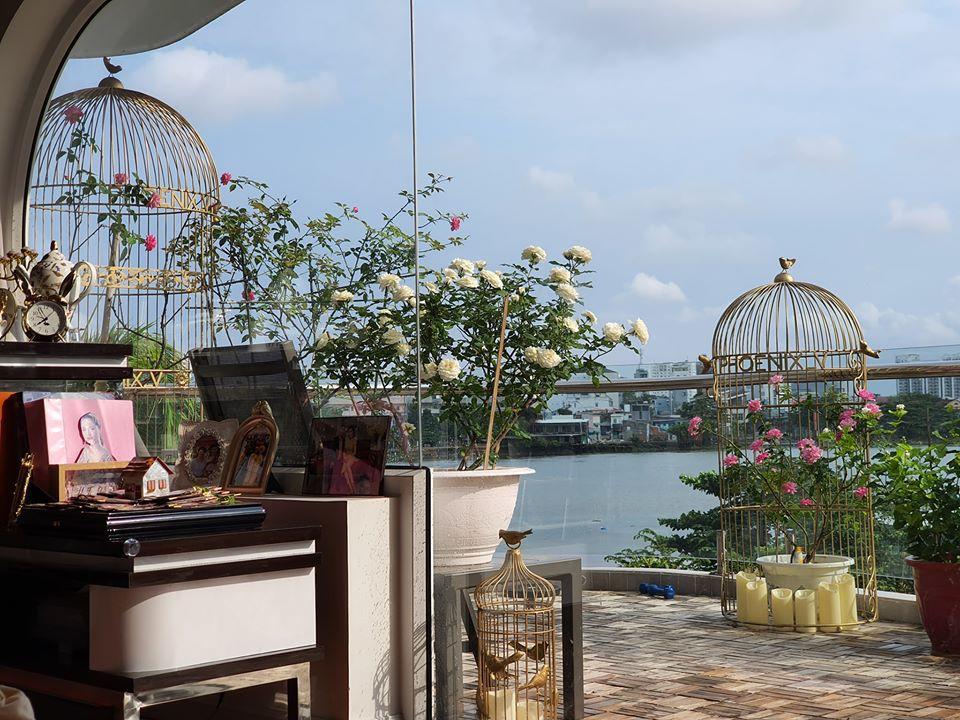 Loa mat vuon hong trong biet nghin m2 cua Vu Thu Phuong