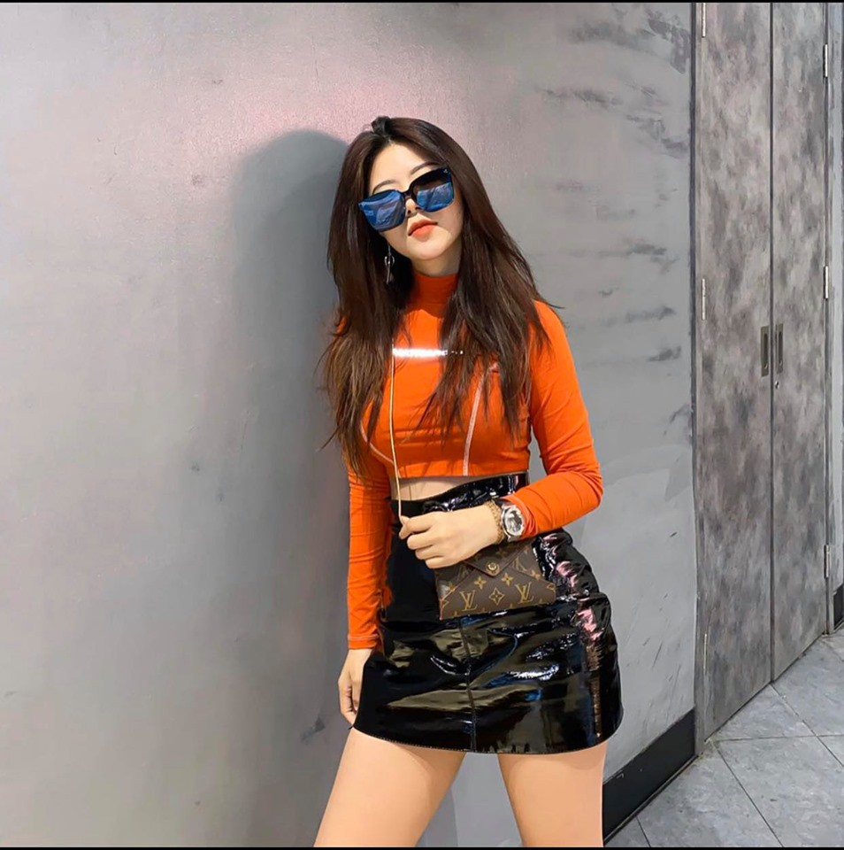 Hoc cach mix do cuc chat cua hot girl duoc Quang Hai