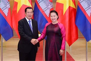 Chủ tịch QH hội kiến Thủ tướng Vương quốc Campuchia