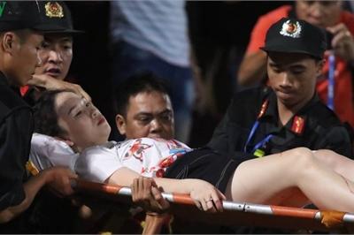 Công an truy tìm người bắn pháo trúng nữ phóng viên trên sân Hàng Đẫy