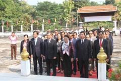 Chủ tịch QH viếng các anh hùng liệt sĩ liên quân Lào-Việt