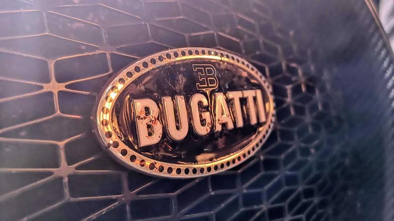 bugatti mang chiron super sport 300+ bui ban, con trung di trien lam hinh 12