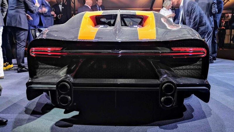 bugatti mang chiron super sport 300+ bui ban, con trung di trien lam hinh 4