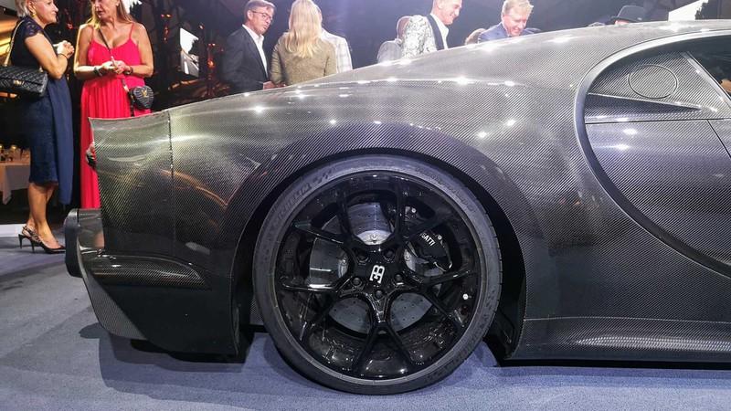 bugatti mang chiron super sport 300+ bui ban, con trung di trien lam hinh 3