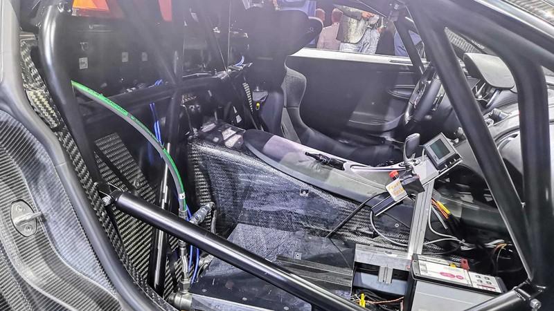 bugatti mang chiron super sport 300+ bui ban, con trung di trien lam hinh 13
