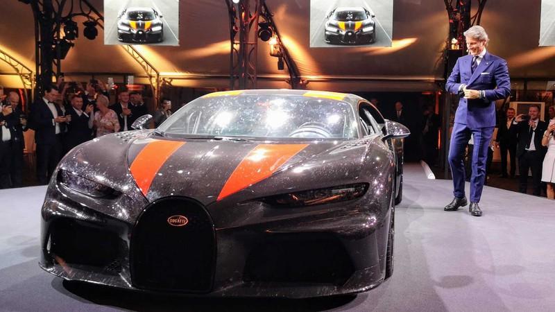 bugatti mang chiron super sport 300+ bui ban, con trung di trien lam hinh 1