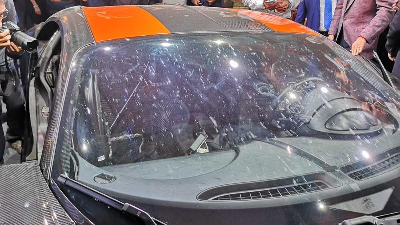bugatti mang chiron super sport 300+ bui ban, con trung di trien lam hinh 7