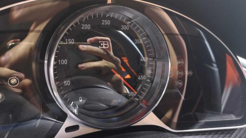 bugatti mang chiron super sport 300+ bui ban, con trung di trien lam hinh 9