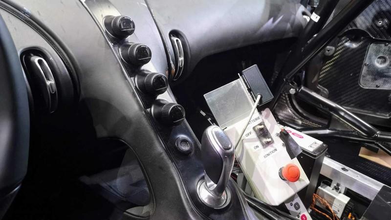 bugatti mang chiron super sport 300+ bui ban, con trung di trien lam hinh 10