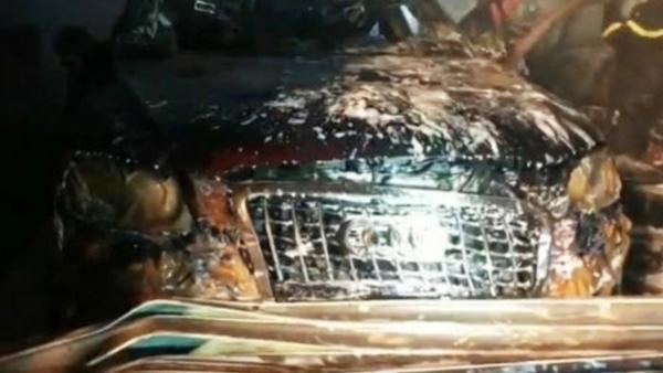 Siêu xe  Audi bị 'nướng chín' trong garage bốc cháy dữ dội