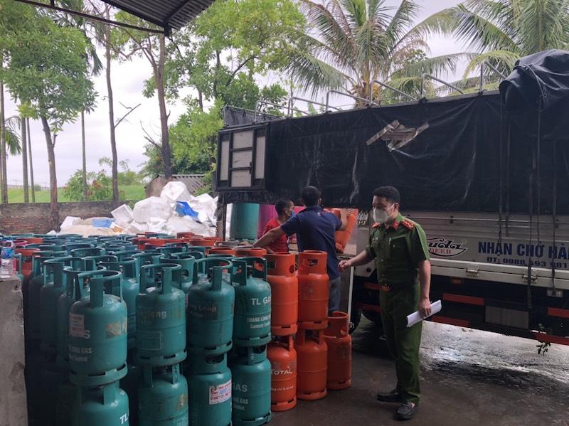 Triệt phá cơ sở sang, chiết gas trái phép, làm giả các thương hiệu nổi tiếng lớn nhất trên địa bàn tỉnh Hải Dương -0