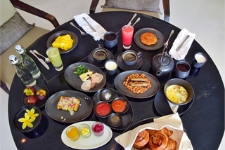 Lý do khách sạn thường phục vụ bữa sáng miễn phí