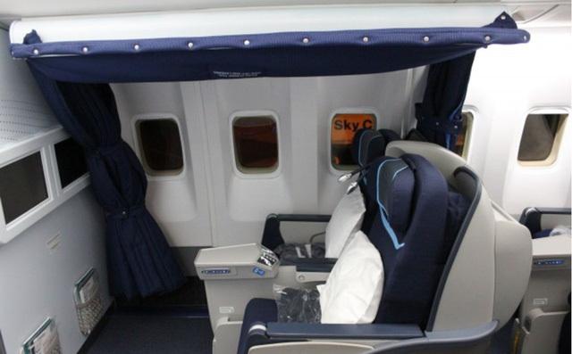 Phi công có được phép ngủ khi máy bay đang ở trên trời? Nếu có thì chỗ nghỉ của họ ở đâu? - 3