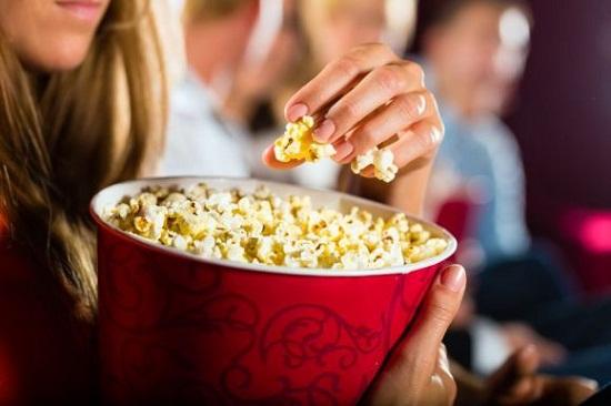 Vì sao tất cả các rạp chiếu phim trên thế giới đều bán bắp rang bơ? - 2