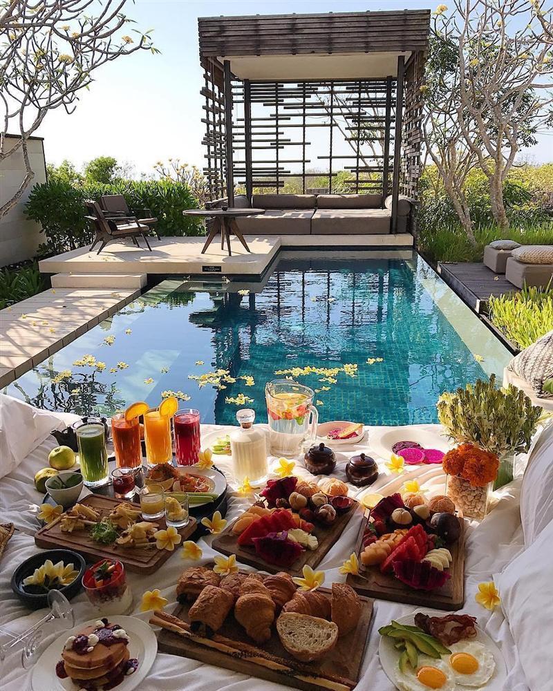 Vì sao khách sạn thường phục vụ bữa sáng miễn phí? - 1