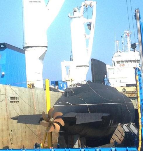 Hình ảnh mới nhất về tàu ngầm Kilo tại Cam Ranh - ảnh 5