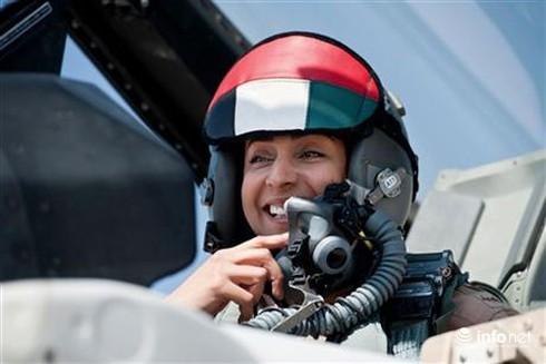 Nữ phi công Ả Rập chiến đấu chống ISIS ở Syria - ảnh 1