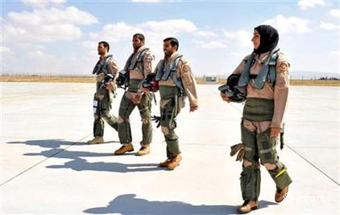 Nữ phi công Ả Rập chiến đấu chống ISIS ở Syria - ảnh 3