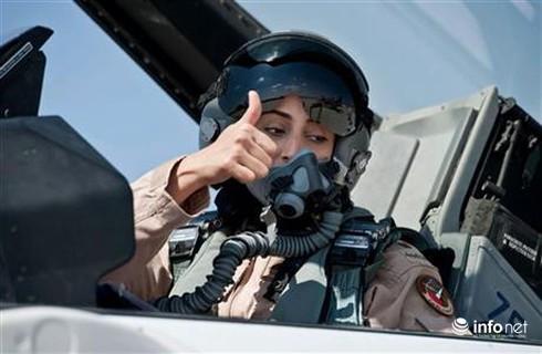 Nữ phi công Ả Rập chiến đấu chống ISIS ở Syria - ảnh 2