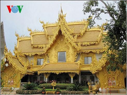 Độc đáo ngôi chùa trắng như tuyết ở Thái Lan - ảnh 13