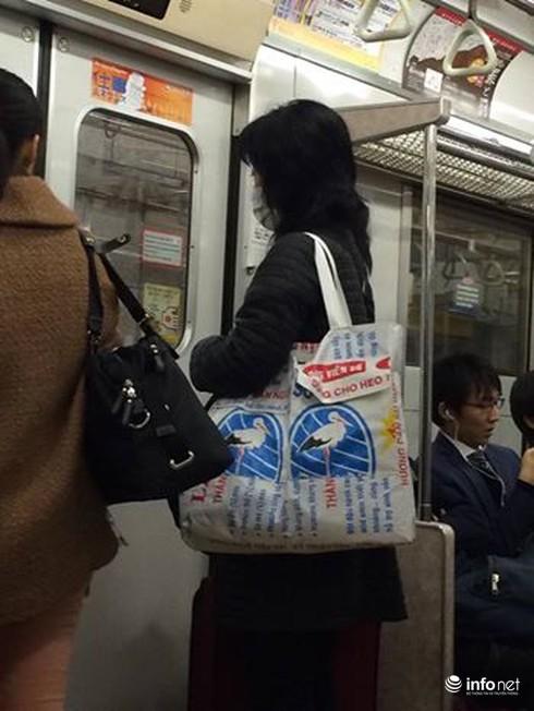 Bao bì cám con cò Việt Nam thành túi xách thời trang ở Nhật - ảnh 2