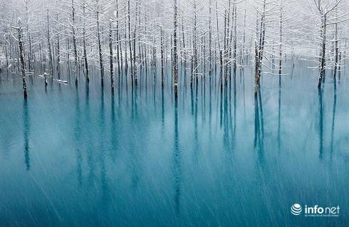 Quang cảnh kỳ vĩ của những hồ nước đóng băng trên thế giới - ảnh 9