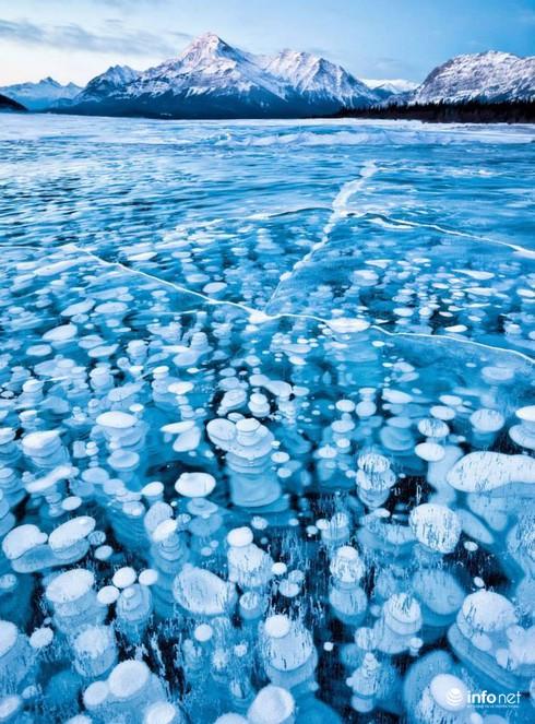 Quang cảnh kỳ vĩ của những hồ nước đóng băng trên thế giới - ảnh 7
